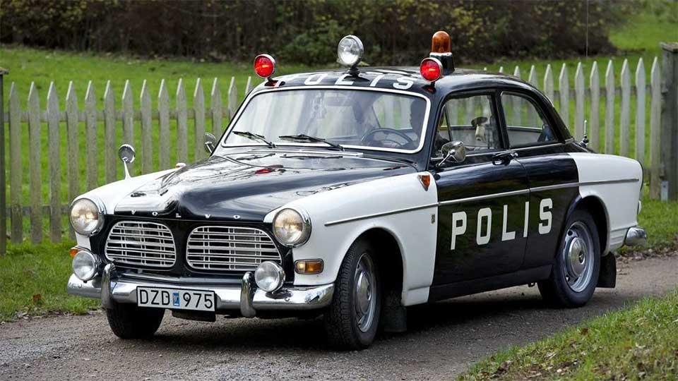 svartvita polisbilar
